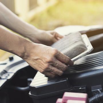 Pour la protection du moteur, changez le filtre à air
